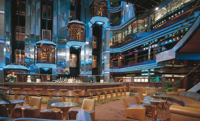 Bar en shops van Carnival Destiny