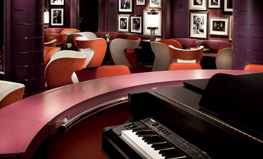 Piano bar van Holland America Line