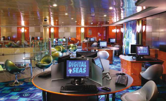 Internetcafe op de Norwegian Dawn van NCL